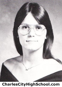 Linda Seay yearbook picture
