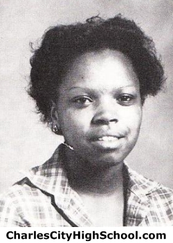 Linda Paige yearbook picture